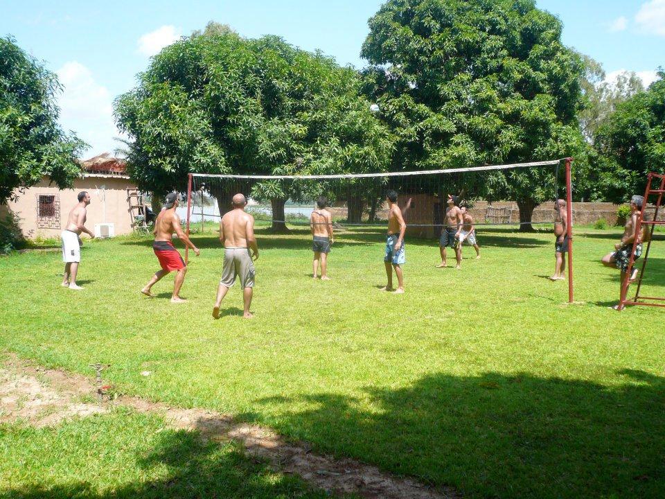 Partie de volley au BadaLodge à Bamako