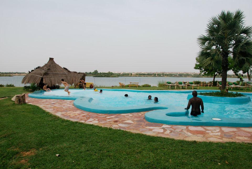 Vue sur le fleuve Niger depuis la piscine - Bamako